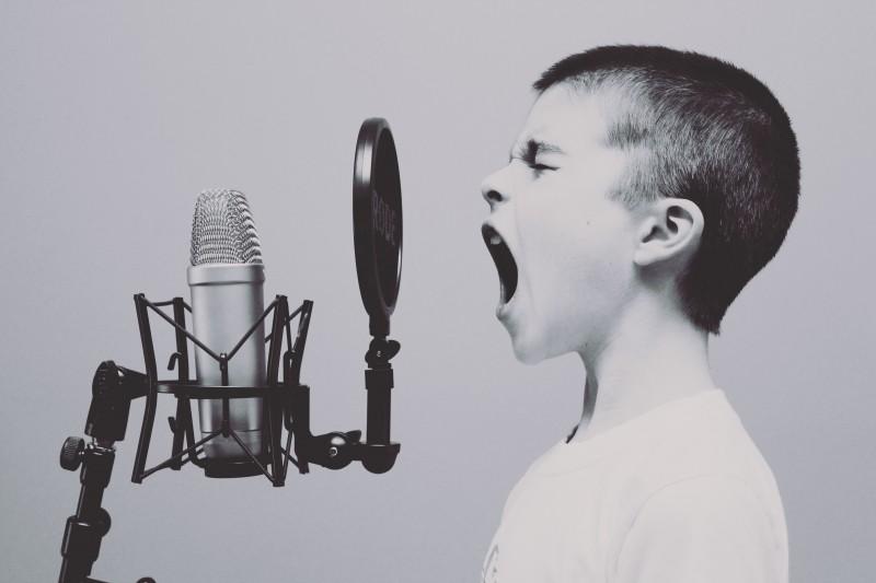 screaming-microphones-sings (1)
